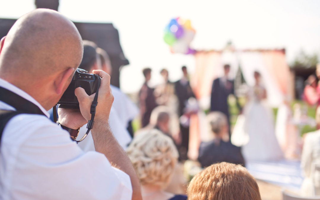 Avoiding the Wedding Paparazzi – Unplugged Wedding Ceremony Tips